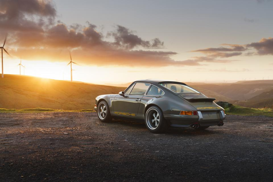 Rear and side view of the Porsche 911 964 by Theon Design