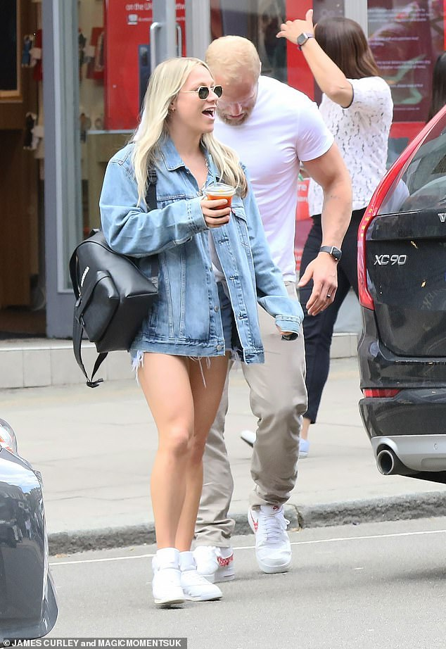 Summer:Chloe wore her blonde tresses in loose waves over her shoulders and wore sunglasses while holding her iced coffee