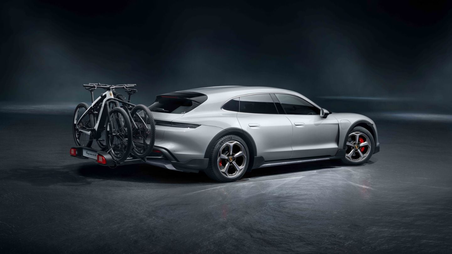 One can mount up to three e-bicycles on this rack available in the new Turismo.