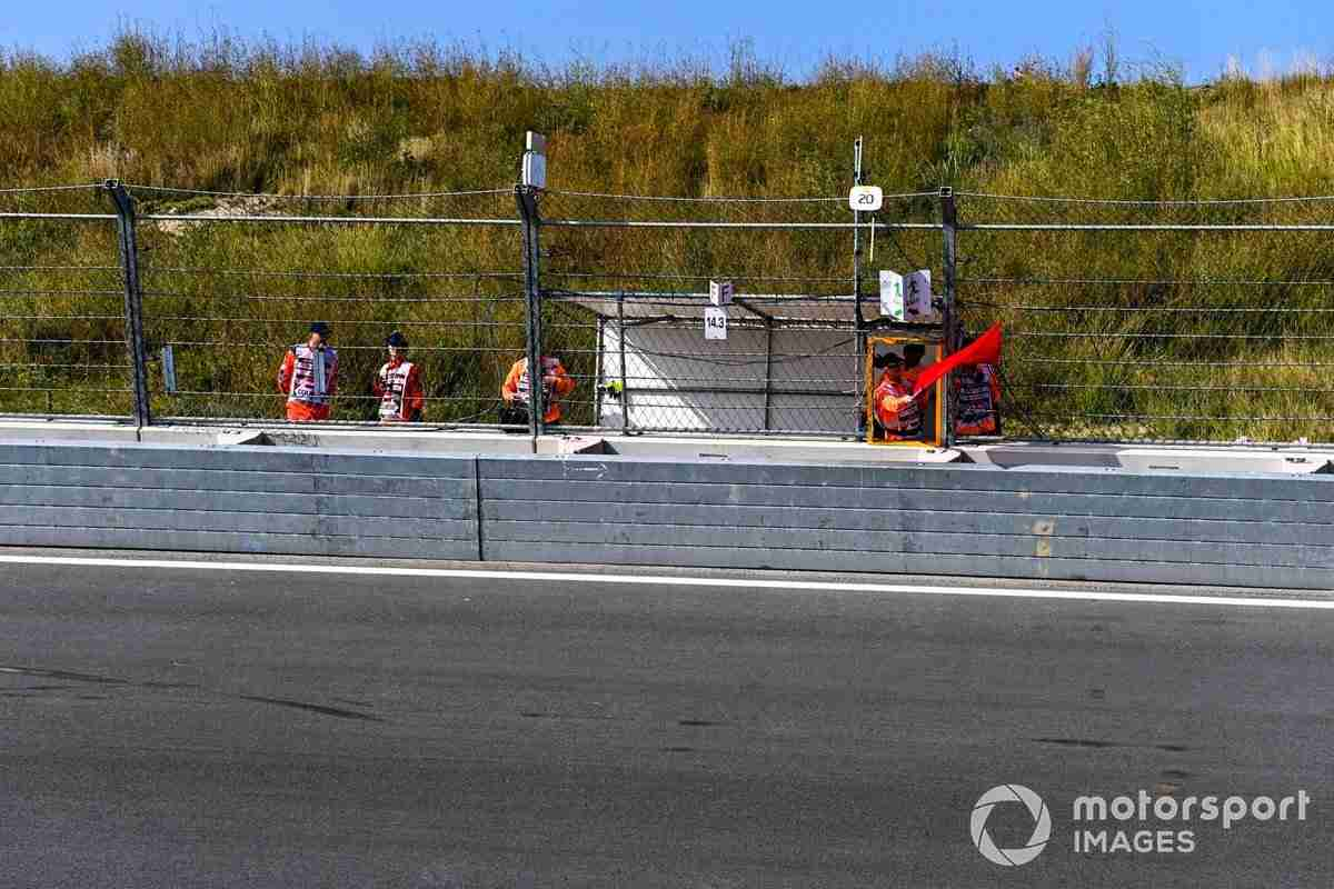 Marshals wave a red flag in FP1