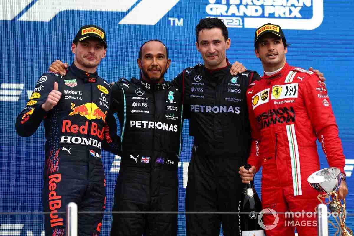 Max Verstappen, Red Bull Racing, 2nd position, Lewis Hamilton, Mercedes, 1st position, the Mercedes trophy delegate and Carlos Sainz Jr., Ferrari, 3rd position, on the podium